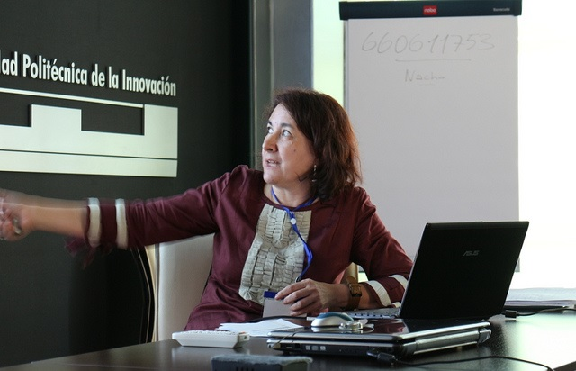 Foto de Pilar López Tejero impartiendo el Seminario 3