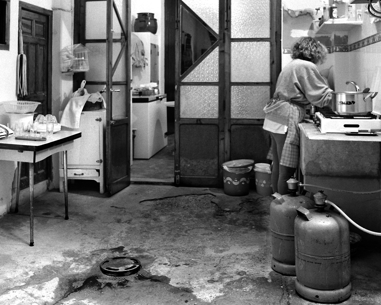 2. Doing Housework (1993-1997), kitchen. Carolina Latorre Canet. Fotografia de l'exposició La Força de la Dona, 2018.
