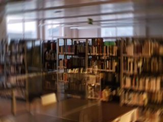 Biblioteca de Muskiz desenfocada Fernando Juárez