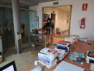 Situacio de prestecs i devolucio en la biblioteca sense acces a sala