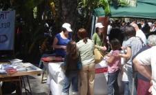 Foto del puesto del COBDCV en Trobades d'Escoles en Valencià (Elx, 2010)